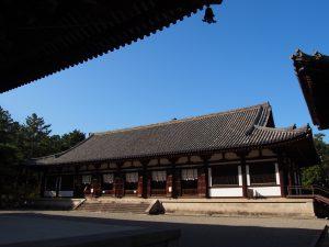 【唐招提寺講堂】唯一残る「平城京の建物」の内部には鎌倉時代の仏さまが祀られる