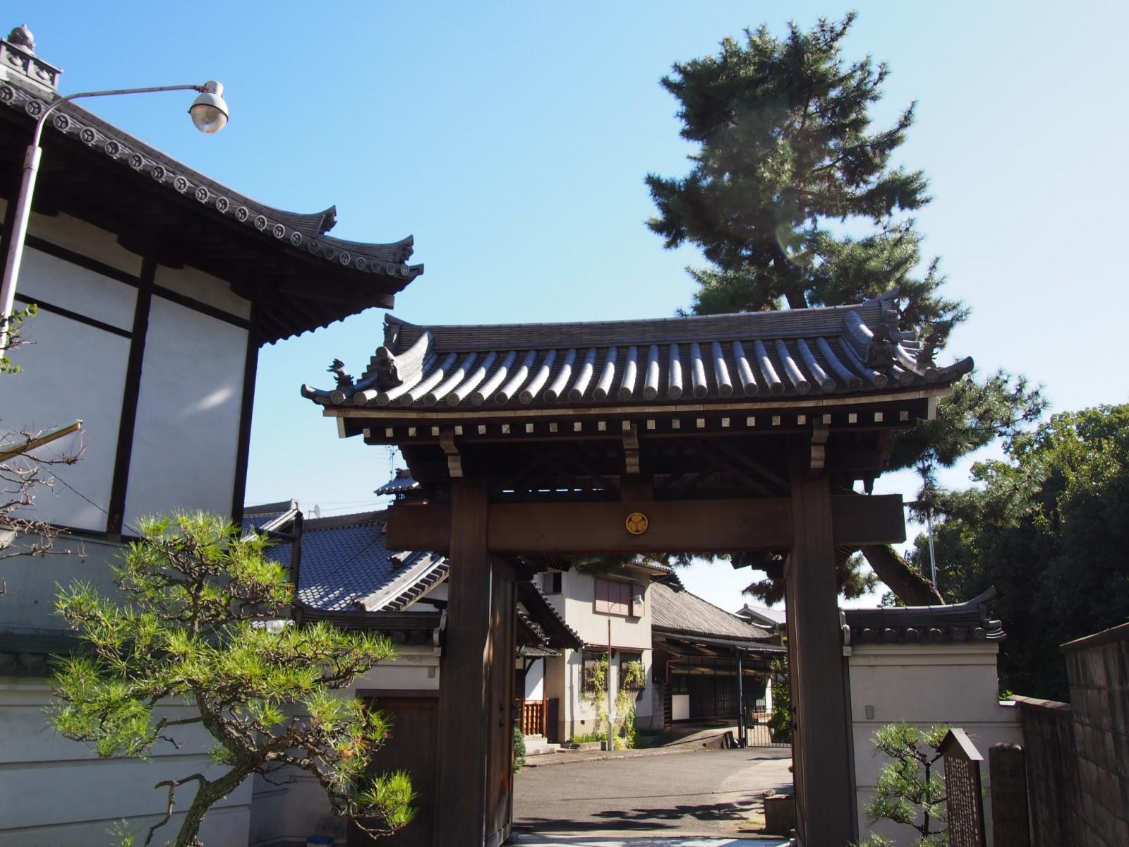 念仏寺(奈良市)山門