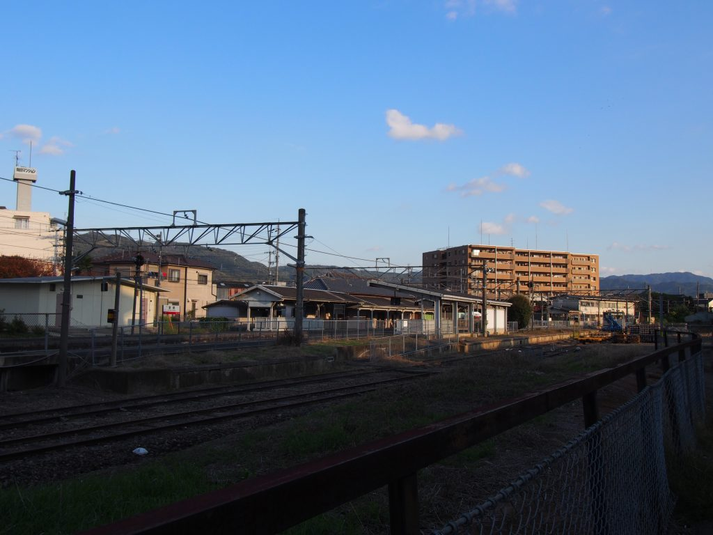 京終駅を南側から望む