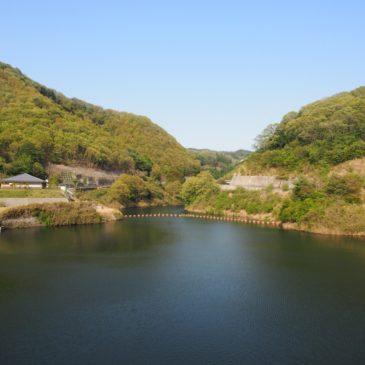 【岩井川ダム】市街地に近い眺めのよいダムはさわやかな空気が広がる