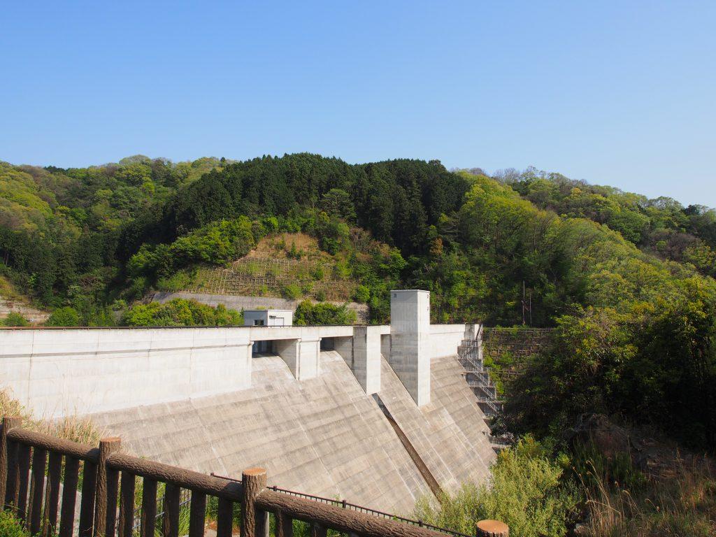 岩井川ダム全体を望む