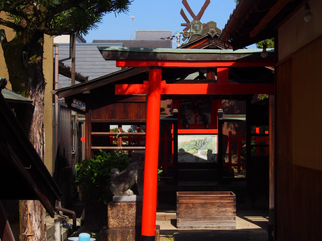 住吉神社内部を望む