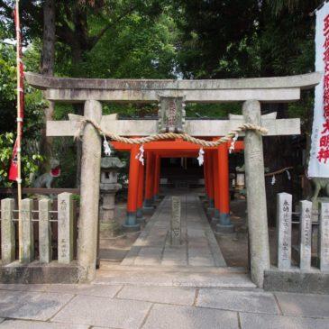 【孫太郎稲荷神社】薬師寺と隣接する位置にある小さな神社は「姫路」由来とも伝わる