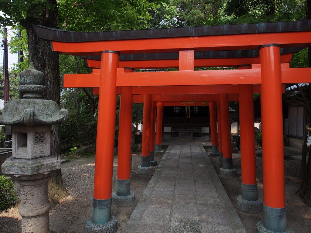 孫太郎稲荷神社の境内