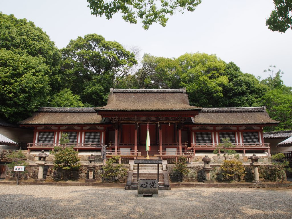 【休ヶ岡八幡宮】「国宝の神像」や「桜のトンネル」でも知られる「薬師寺の鎮守神」
