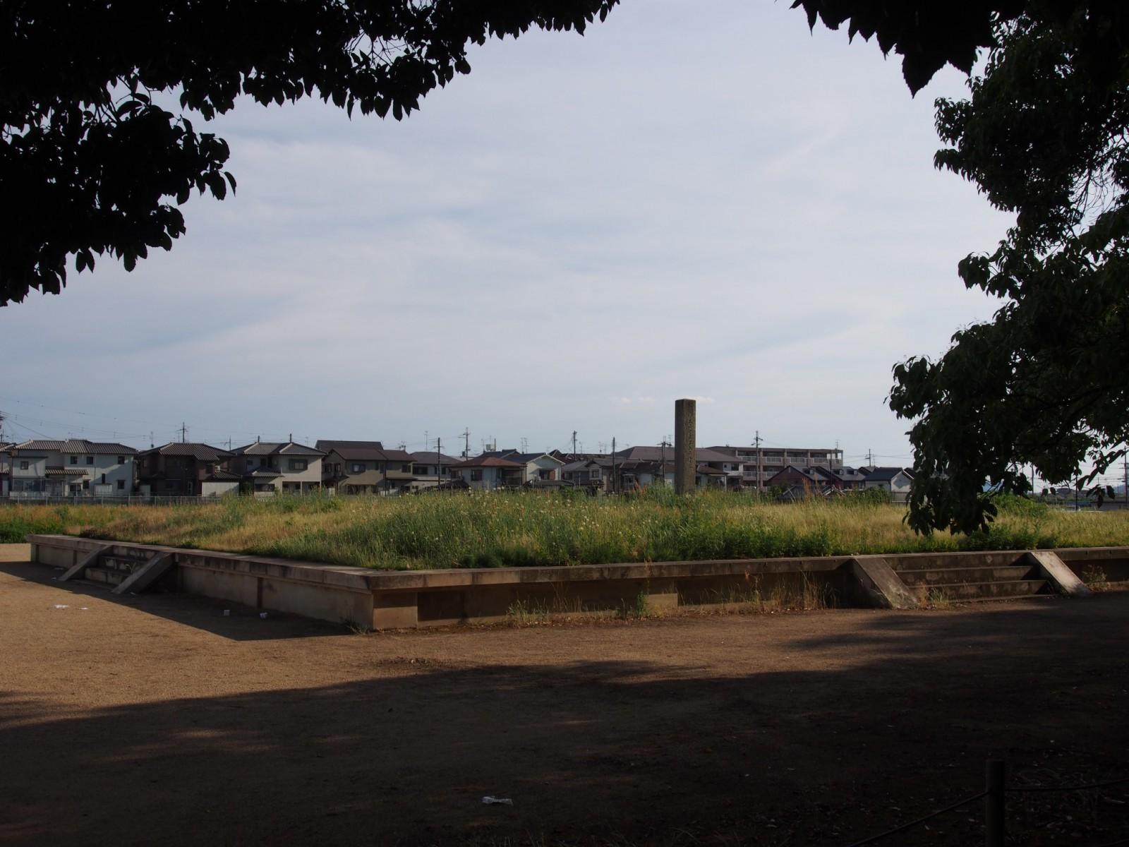 大安寺塔跡の広場