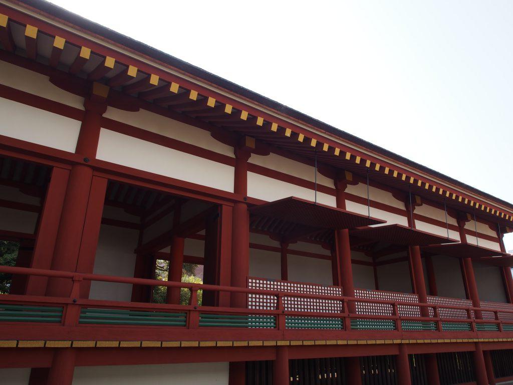 宮跡庭園復元建物を正面から望む
