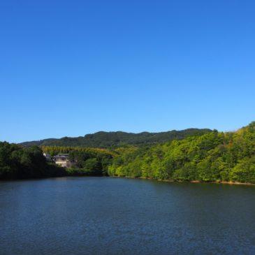 【平尾池】池畔から奈良盆地が一望できる眺めの良い空間