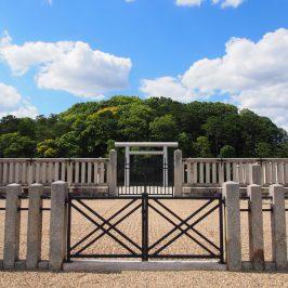 垂仁天皇陵を正面から望む