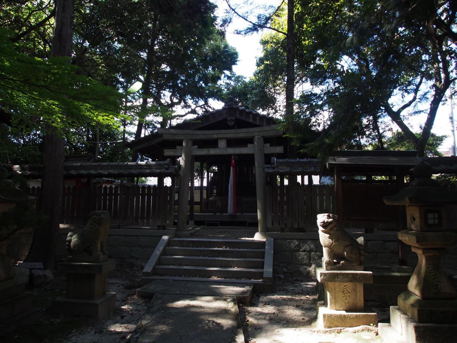 蓬莱神社の社殿