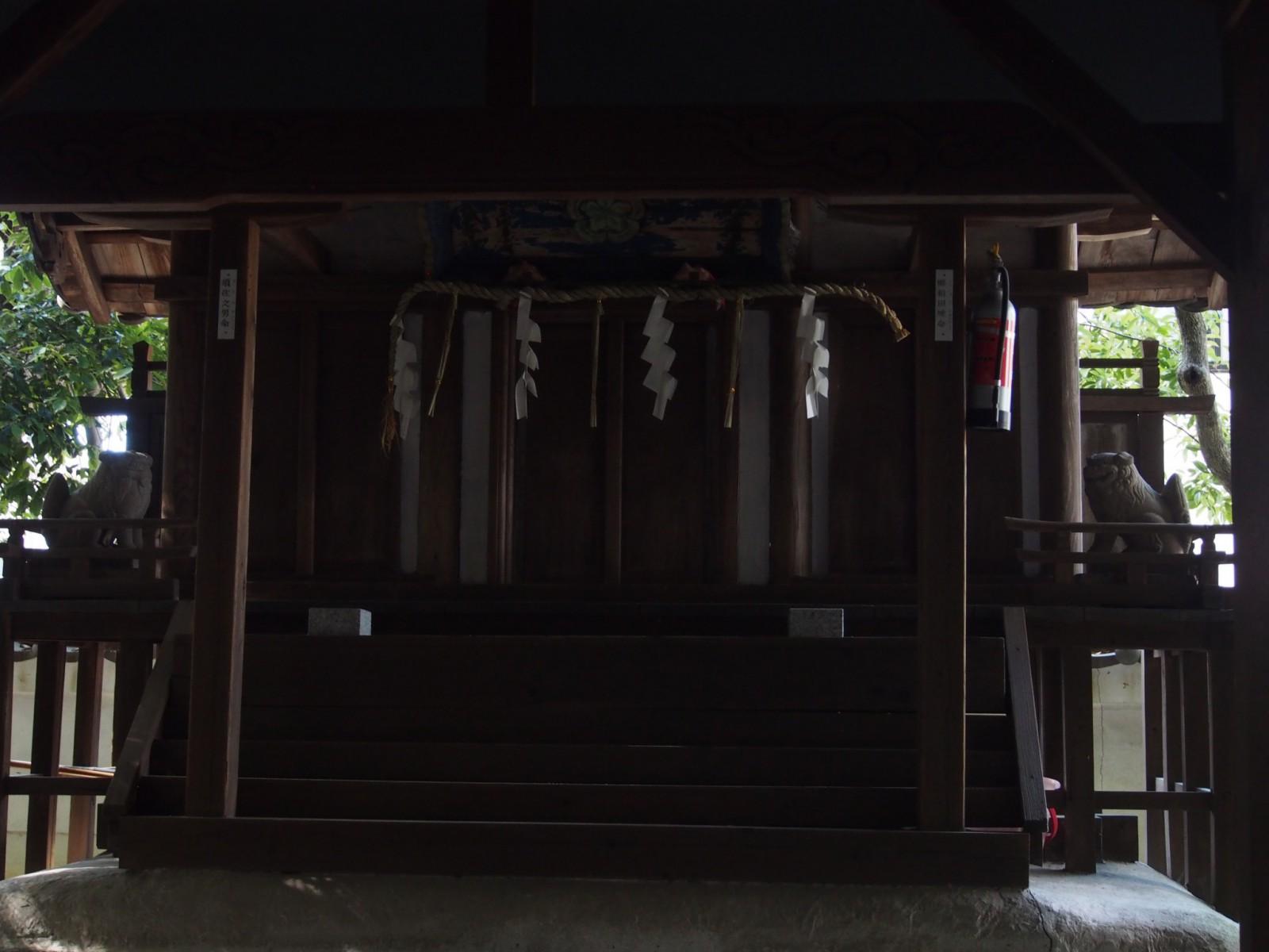 蓬莱神社の本殿