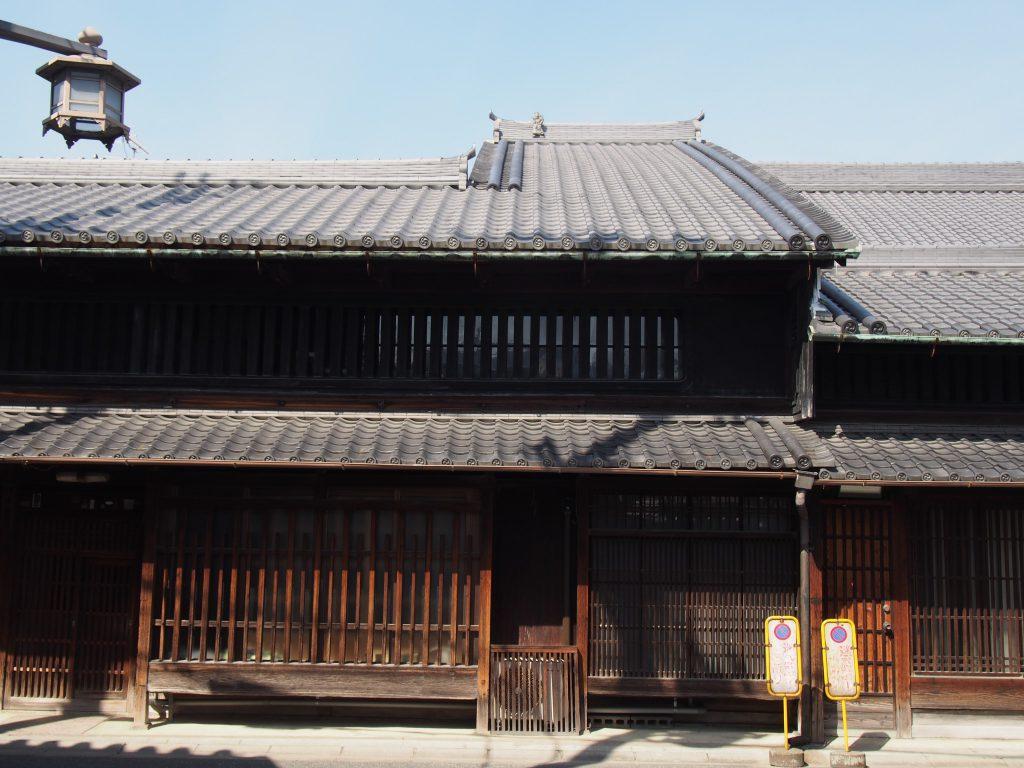 奈良町の重厚な町家建築