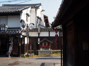 【『三新屋』町の町並み】多数の町家が残される奈良町エリアの風景を象徴する空間