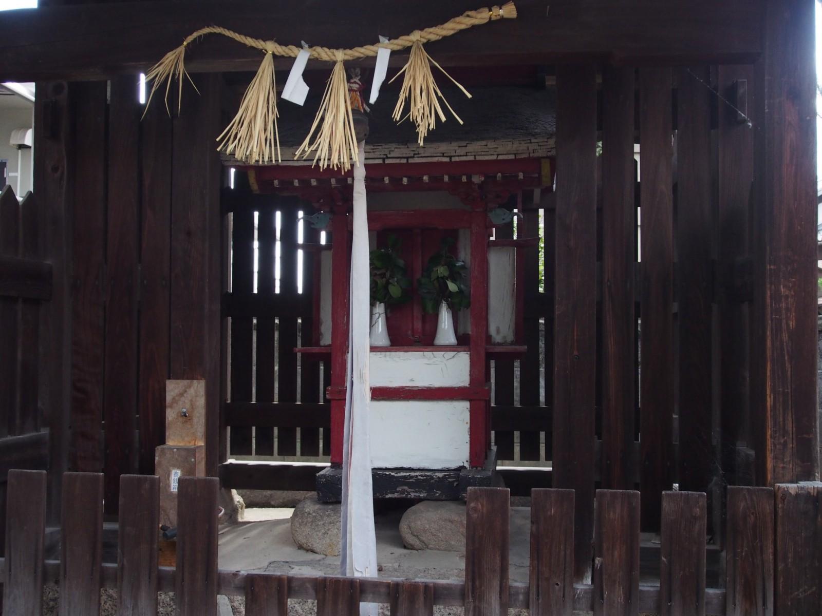 野神神社の本殿