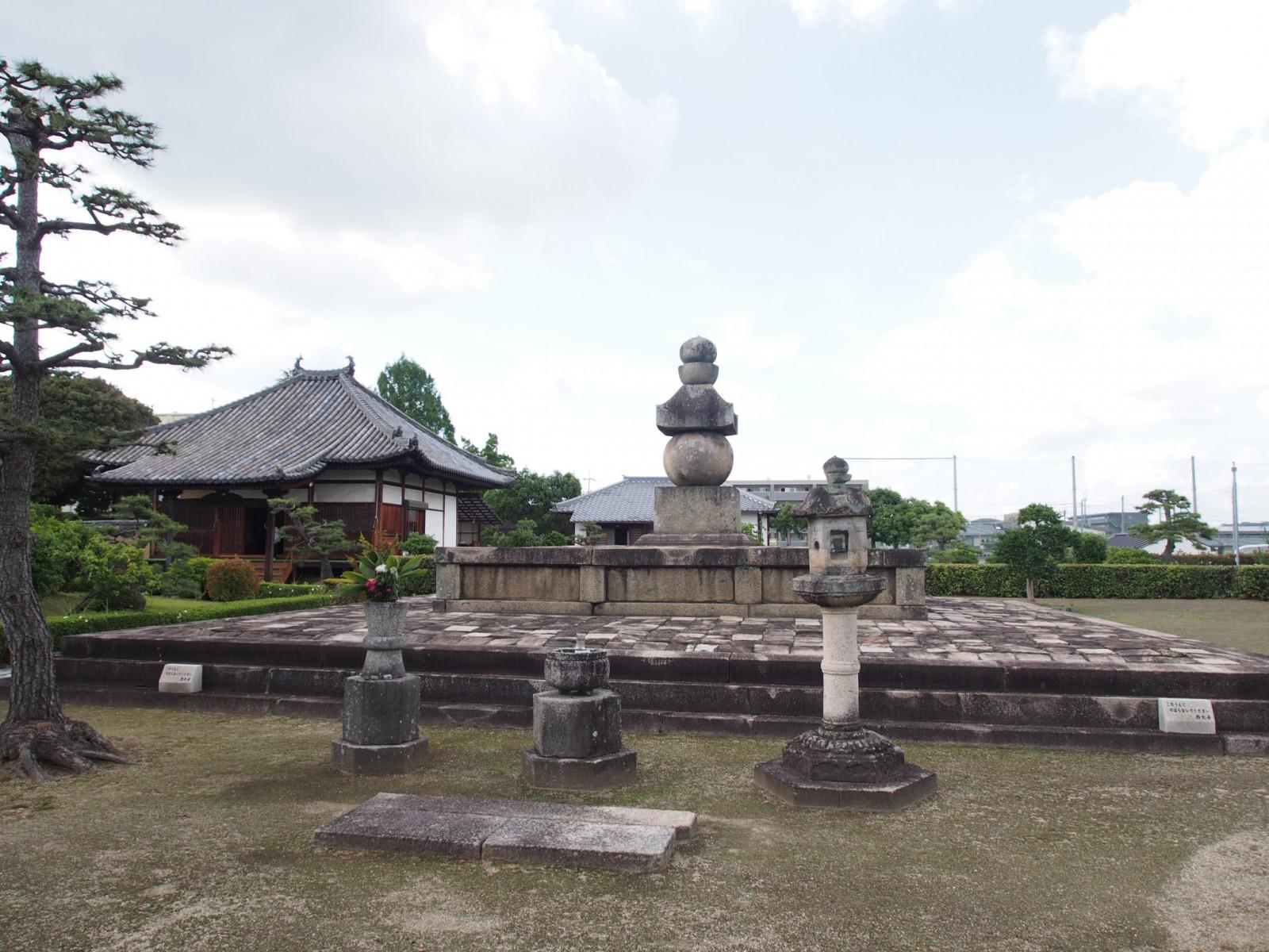 叡尊五輪塔(西大寺奥の院)