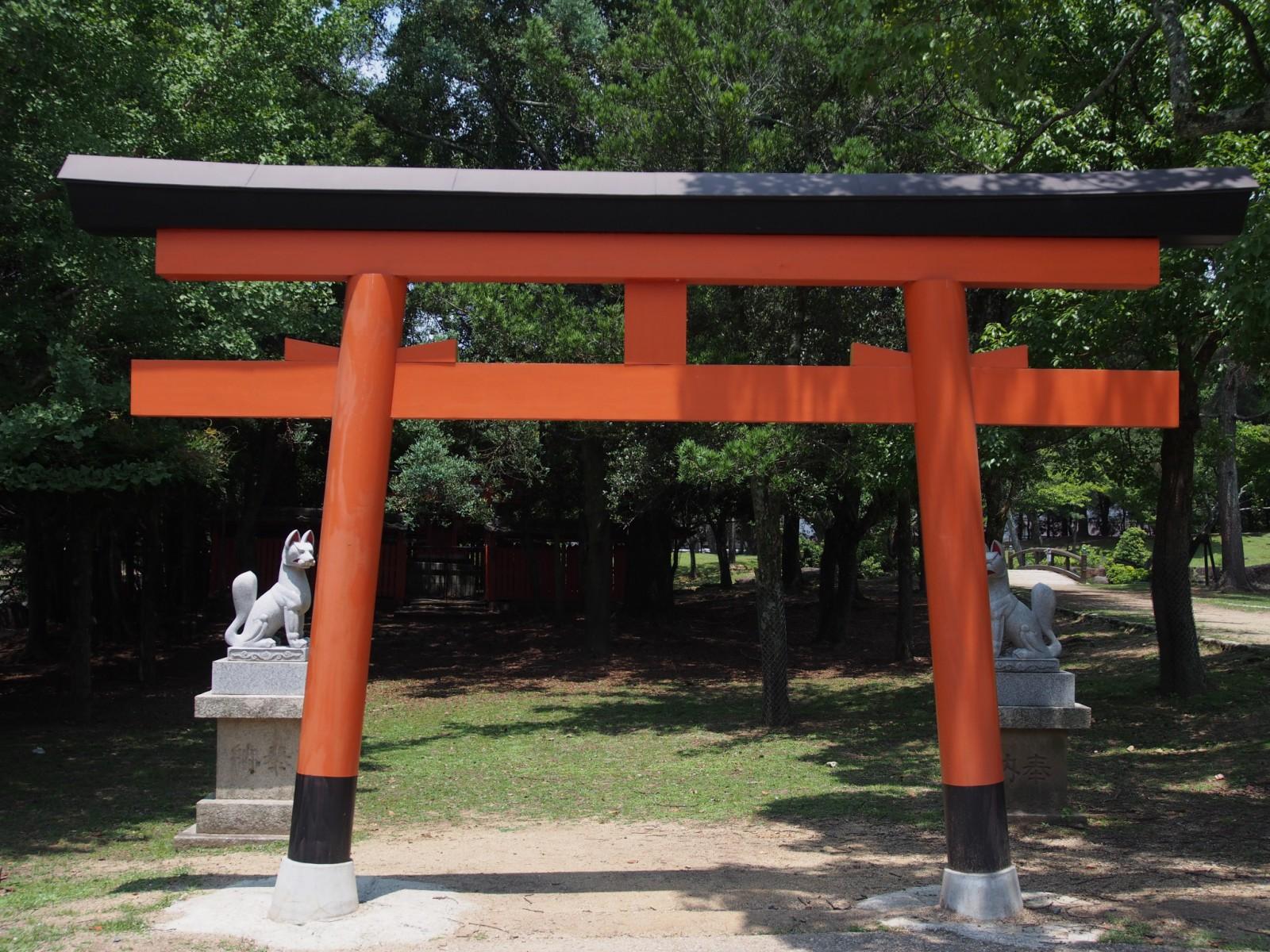 睡神社(ねむり稲荷)の鳥居