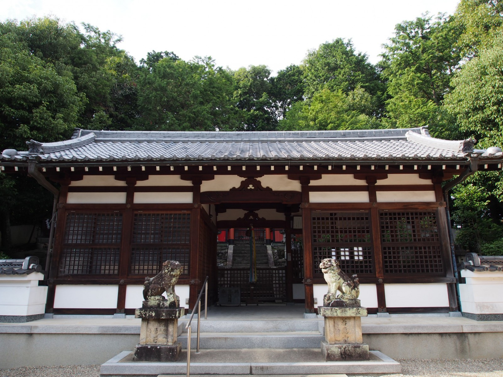 山陵八幡神社の拝殿