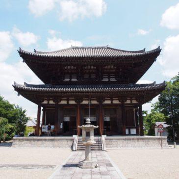 【喜光寺本堂】本尊阿弥陀如来坐像をお祀りする空間は「試みの大仏殿」の別名を持つ