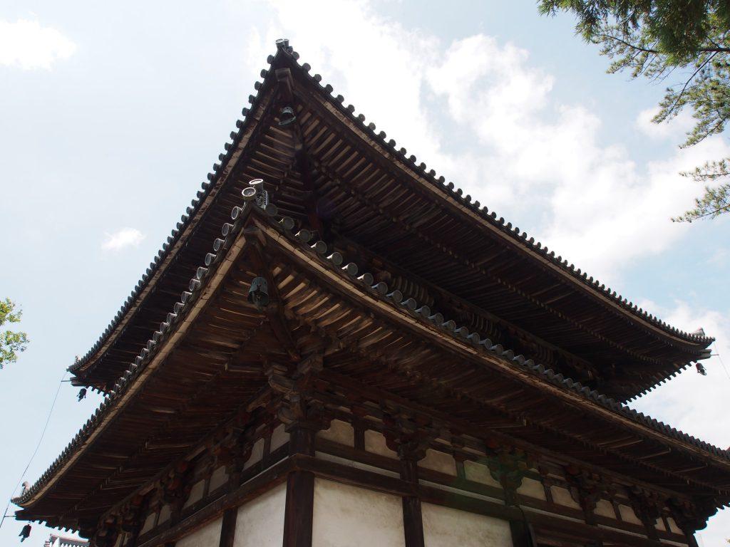 喜光寺本堂を裏手から望む