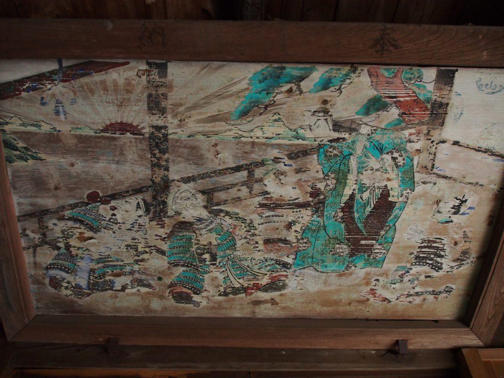 社殿内部に掛けられた古い天井絵(養天満宮)