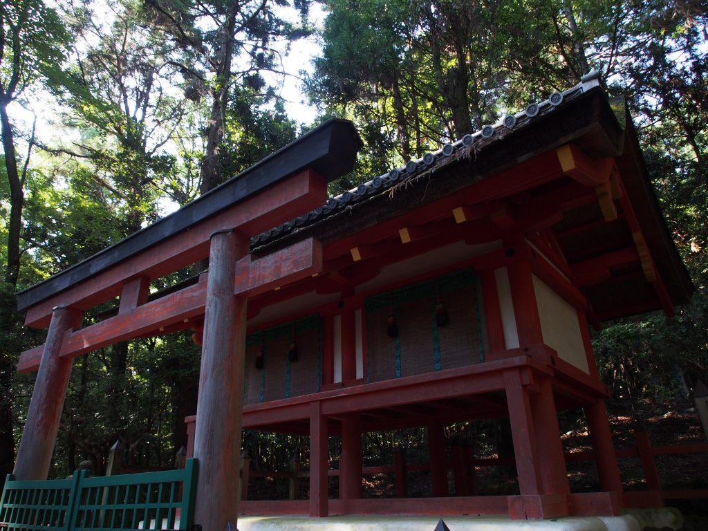 【春日大社】奥の院と呼ばれる神秘的空間「紀伊神社」ってどんなところ?歴史などをご案内!【竜王珠石】
