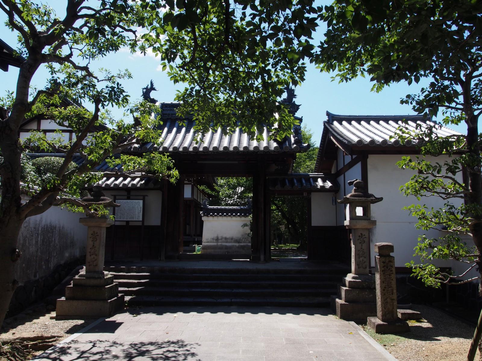 徳融寺の2つ目の門