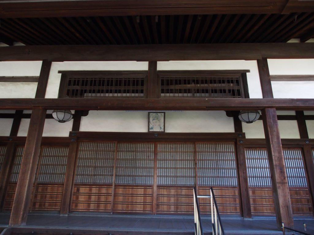 徳融寺の本堂入り口