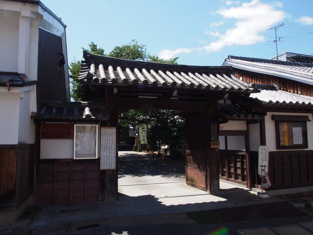 徳融寺の山門