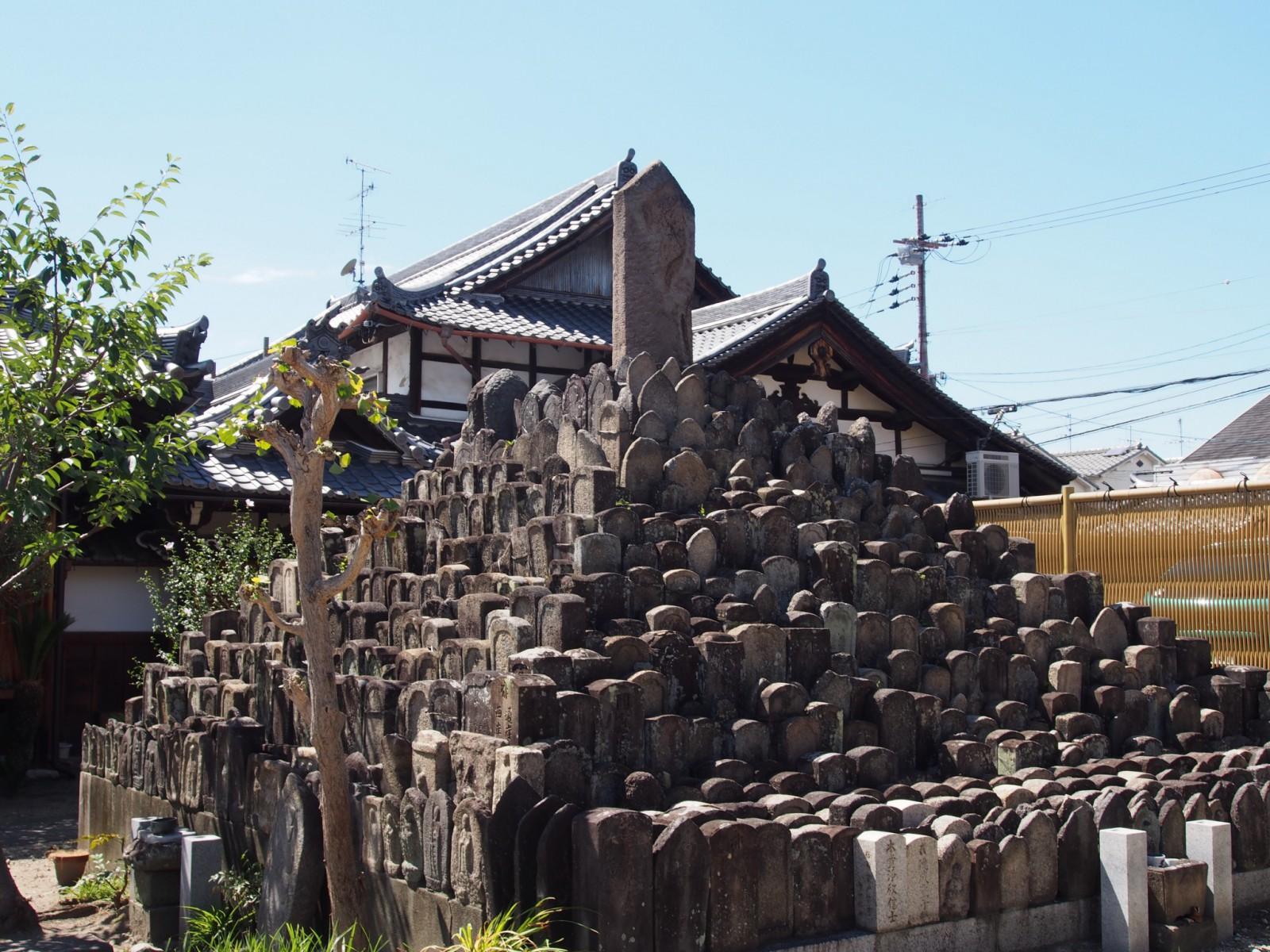 ならまちエリアで最大規模の「無縁塔」(称念寺)