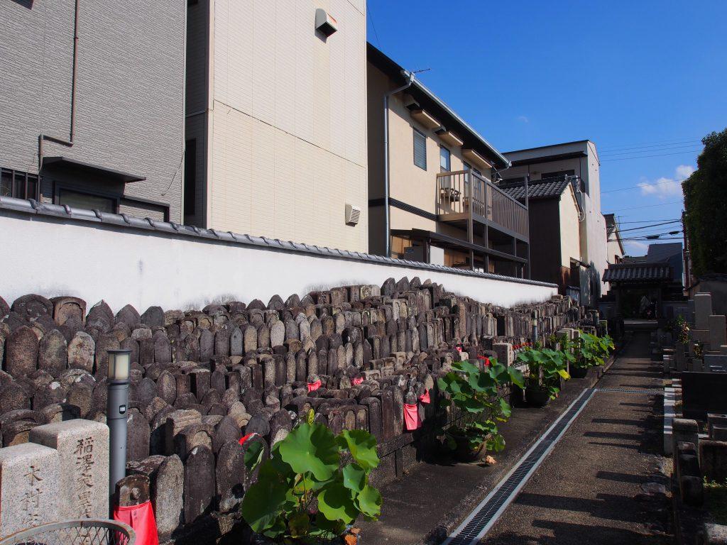 興善寺の石仏群