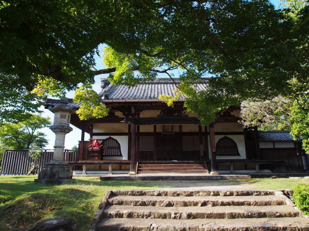 東大寺「指図堂」を正面から望む