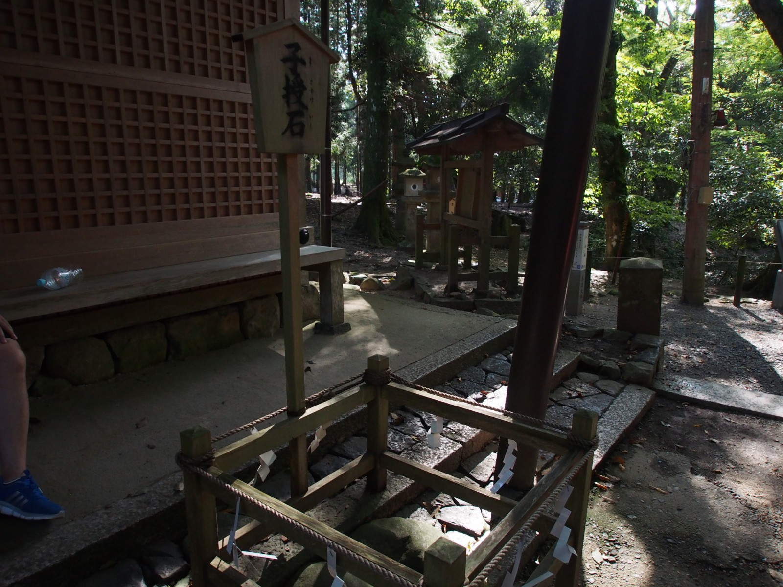 水谷神社の「子授石」