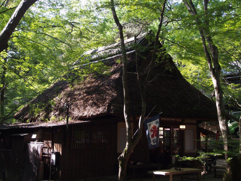 水谷神社近くから眺める水谷茶屋