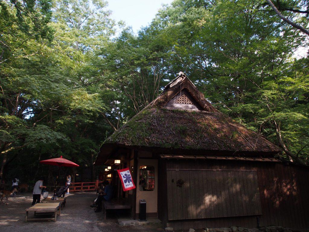 西側から望む水谷茶屋