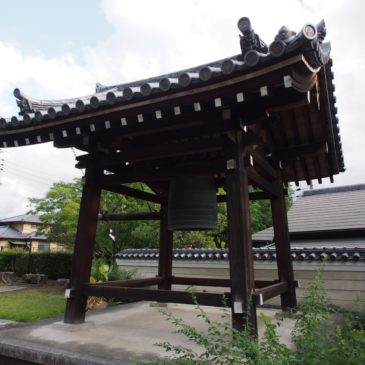 【十三鐘】かつての奈良町一帯に鐘の音を響かせていた鐘楼