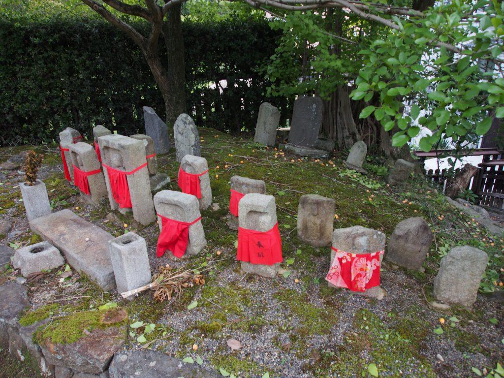 興福寺菩提院の石仏たち
