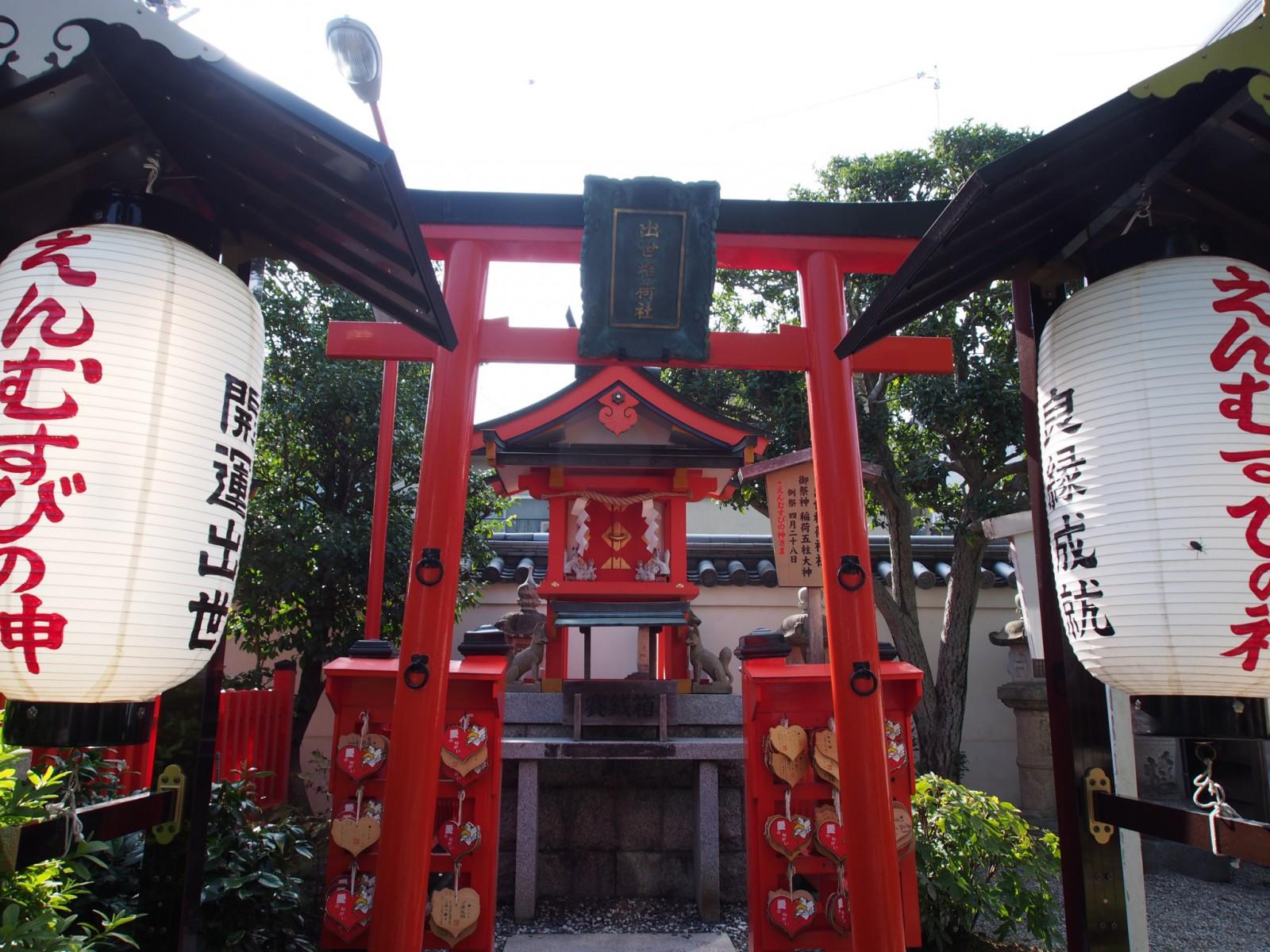 えんむすびの神様「出世稲荷社」(奈良・御霊神社)