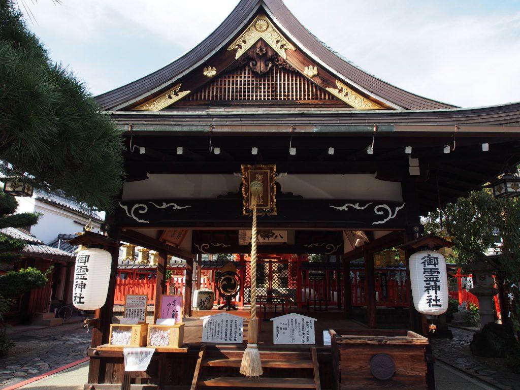 御霊神社の拝殿