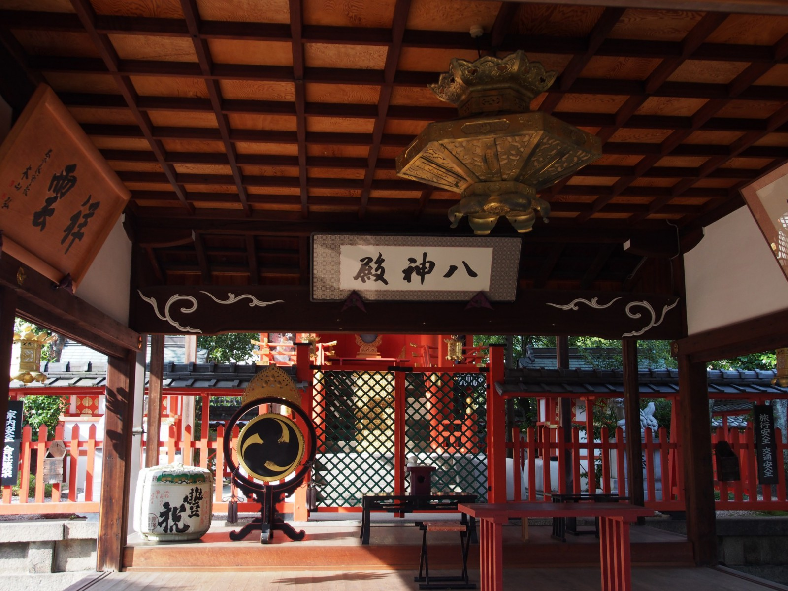 御霊神社の拝殿内部