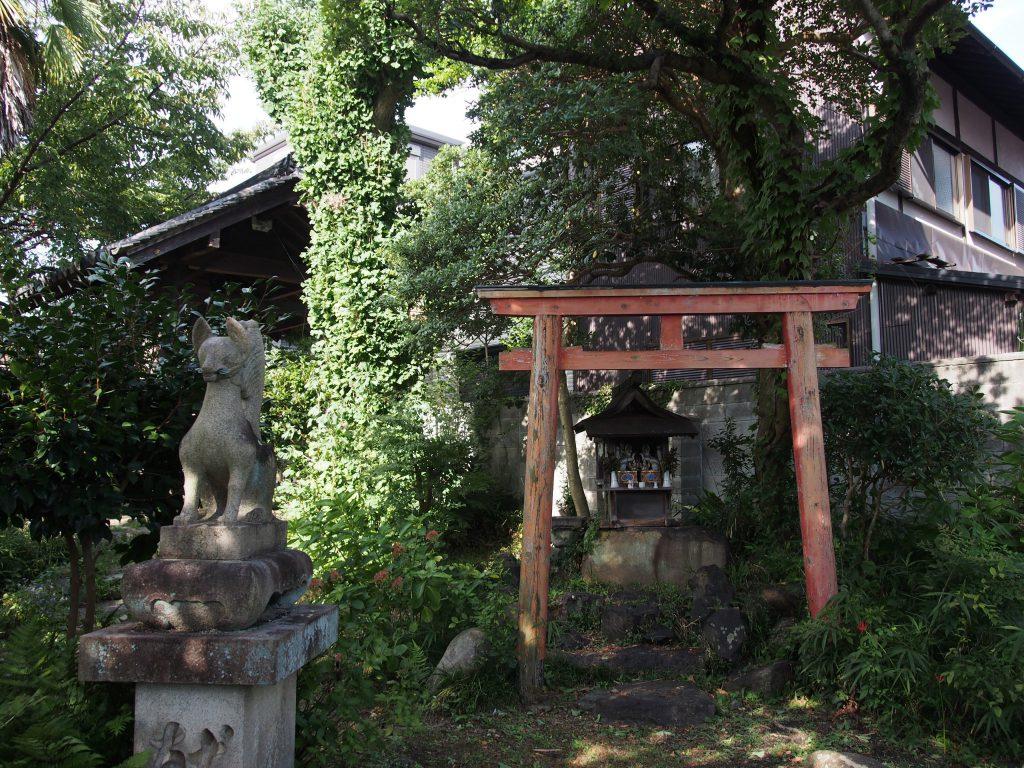 元興寺塔跡にある「稲荷社」
