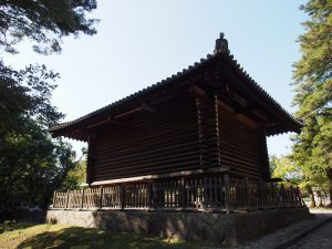 【手向山八幡宮宝庫】「法華堂経庫」とともに現存する奈良時代の校倉造