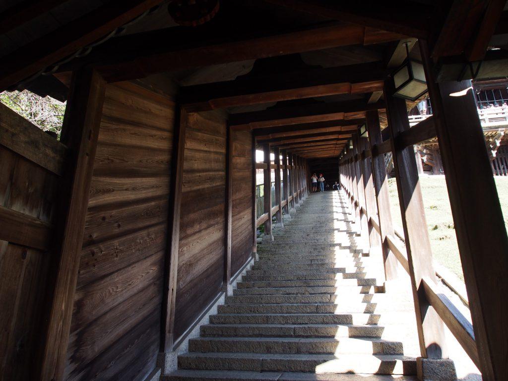 二月堂「登廊」