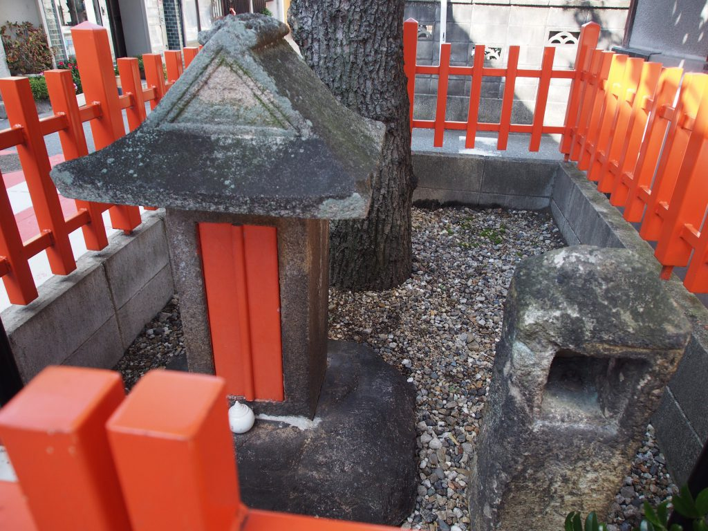 椚神社の小祠