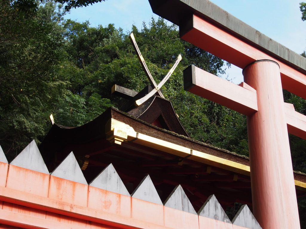 檜皮葺の若宮神社本殿