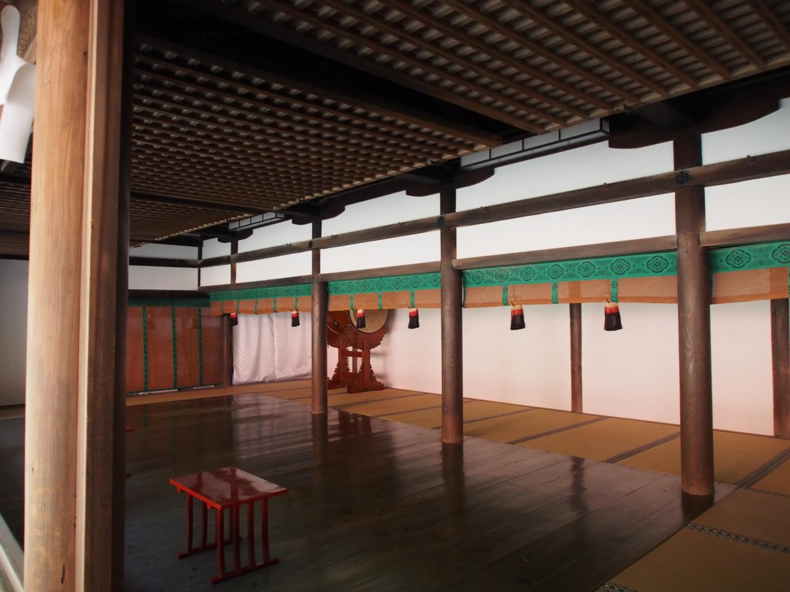 若宮神社神楽殿の内部