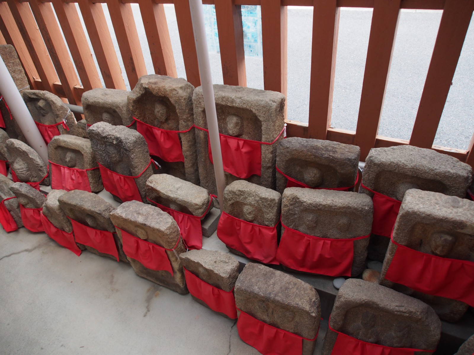 京終地蔵院の石仏達
