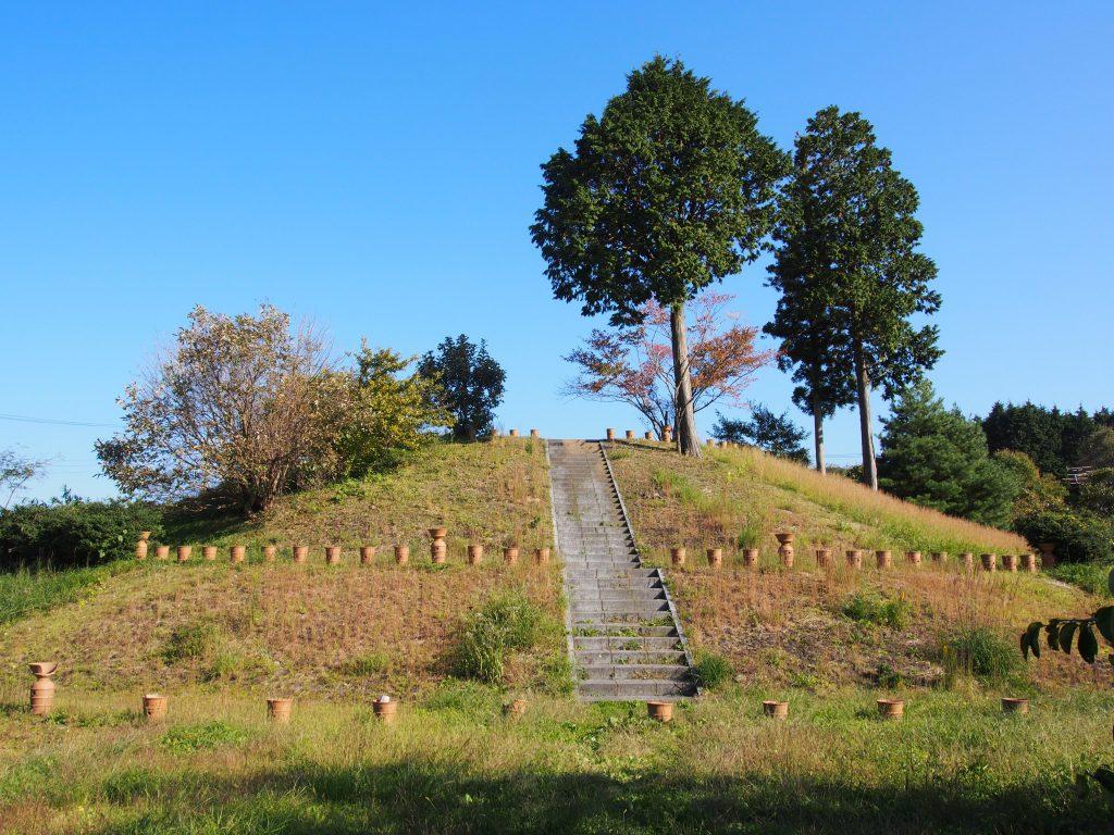 【三陵墓古墳群史跡公園】大和高原最大級の古墳は自由に登って頂くことが可能