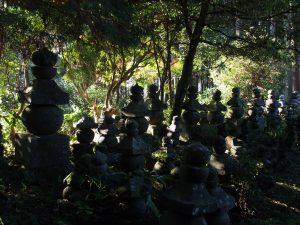 【奈良・都祁】圧巻の五輪塔群のあるお寺「来迎寺」ってどんなところ?【隠れ寺】
