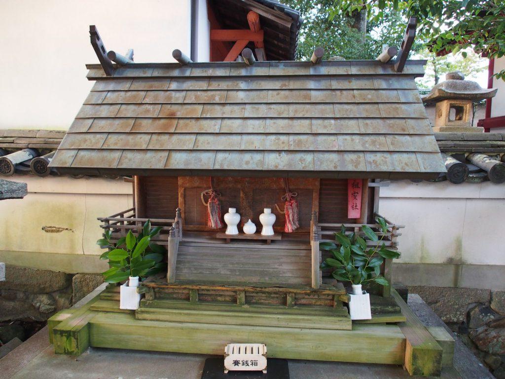 祖霊社(南都鏡神社)