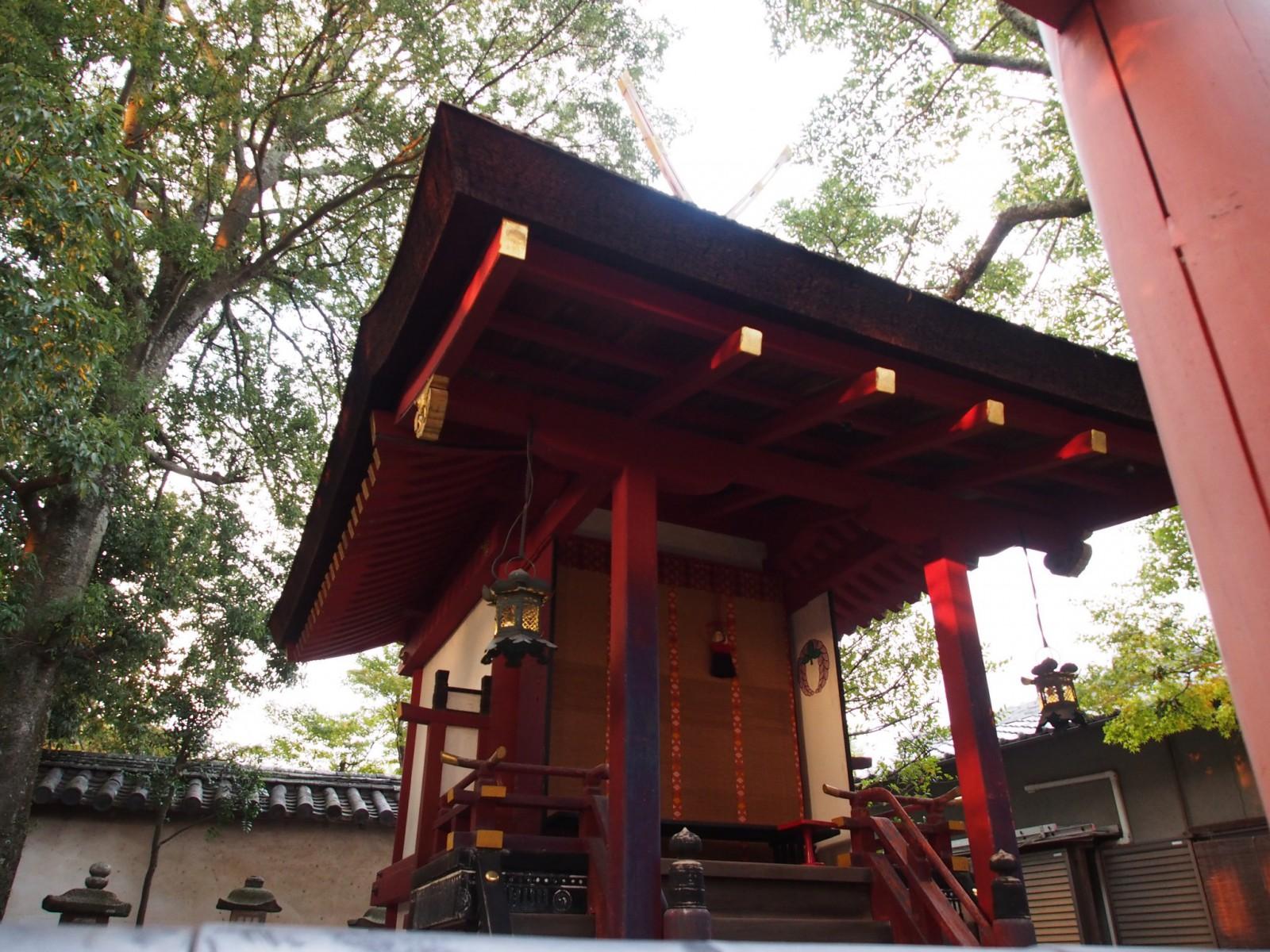 南都鏡神社の本殿